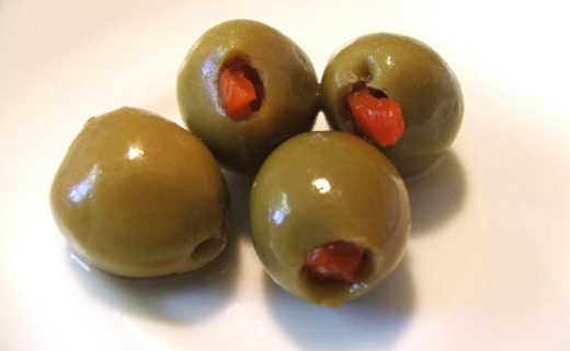 can_dogs_eat_olives